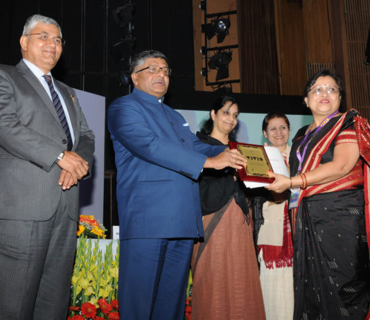 The Union Minister for Electronics & Information Technology and Law & Justice, Shri Ravi Shankar Prasad presented the appreciation certificates, at the inauguration of the National Meet on Grassroot Informatics - Weaving a Digital India, organised by the National Informatics Centre (NIC), in New Delhi on January 19, 2017. The Minister of State for Electronics & Information Technology and Law & Justice, Shri P.P. Chaudhary and the Secretary, Ministry of Electronics & Information Technology, Ms. Aruna Sundararajan are also seen.