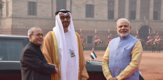 The Crown Prince of Abu Dhabi, Deputy Supreme Commander of U.A.E. Armed Forces, General Sheikh Mohammed Bin Zayed Al Nahyan being received by the President, Shri Pranab Mukherjee and the Prime Minister, Shri Narendra Modi, at the ceremonial reception, at Rashtrapati Bhavan, in New Delhi on January 25, 2017.