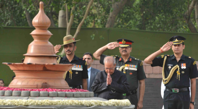 The President, Shri Pranab Mukherjee paying homage at the Samadhi of the former Prime Minister, late Shri Rajiv Gandhi, on his 26th Anniversary of Martyrdom, at Vir Bhoomi, in New Delhi on May 21, 2017.