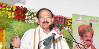 The Vice President, Shri M. Venkaiah Naidu addressing the gathering after inaugurating a free Medical Camp jointly organized by the Asian Institute of Gastroenterology and Swarna Bharat Trust and presenting 'Rythu Nestham' awards, in Hyderabad on October 07, 2018.