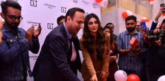Mr. Vikas Agarwal, General Manager, OnePlus India and Popular Bollywood actor Mouni Roy at the launch of OnePlus Experience Store in Kolkata