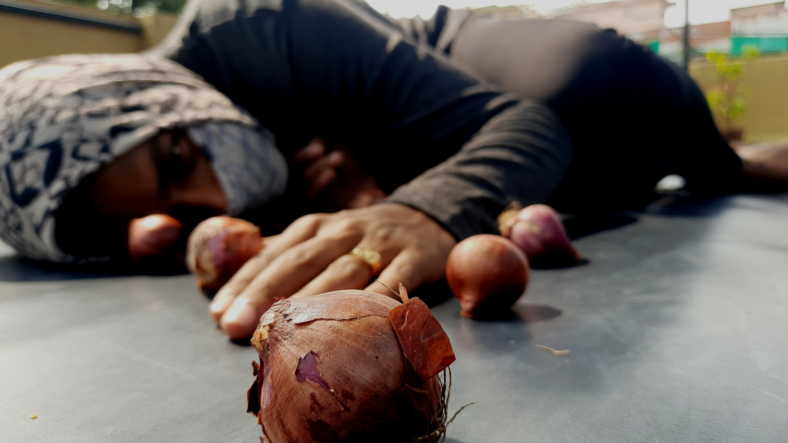 Onions: An abstract piece about layers. Just like onions have layers, this piece is a representation from the dancers' perspective of the layers of experience and exposure that moulds and makes a person.