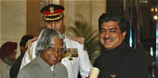 The President, Dr. A.P.J. Abdul Kalam presenting the Padma Bhushan Award – 2006 to Shri Nandan Mohan Nilekani, one of the founders of Infosys, in New Delhi on 20 March 2006