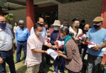 Hon'ble Chief Minister Shri PS Tamang presenting a token of encouragement to a patient