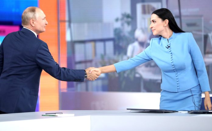 Before the beginning of Direct Line with Vladimir Putin. With moderator Nailya Asker-zade