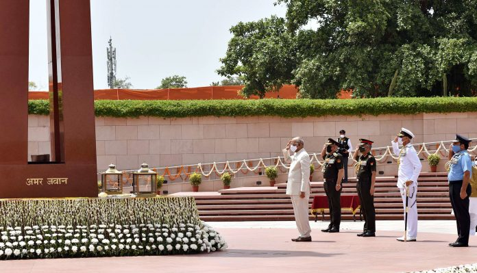 The President, Shri Ram Nath Kovind paying homage at the National War Memorial, on the occasion of 75th Independence Day, in New Delhi on August 15, 2021. The Chief of Defence Staff (CDS) & Secretary Department of Military Affairs, General Bipin Rawat, the Chief of the Army Staff, General Manoj Mukund Naravane, the Chief of Naval Staff, Admiral Karambir Singh and the Chief of the Air Staff, Air Chief Marshal R.K.S. Bhadauria are also seen.